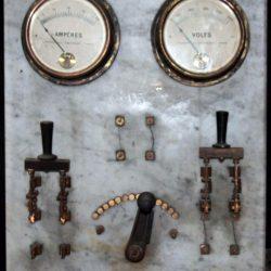 Vue d'ensemble du premier tableau électrique.